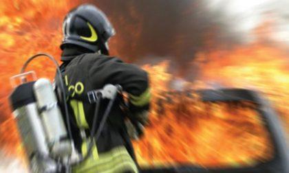 Auto in fiamme a Diano Borello questo pomeriggio: sul posto i Vigili del Fuoco