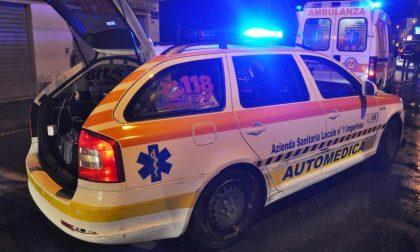 Ubriaco schiaccia con l'auto due 25enni contro il muro fuori dalla discoteca