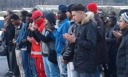 I migranti del Campo Roya pregano per il libico morto travolto da uno scooter