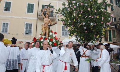 """La processione di San Sebastiano """"accende"""" il centro storico di Dolceacqua"""