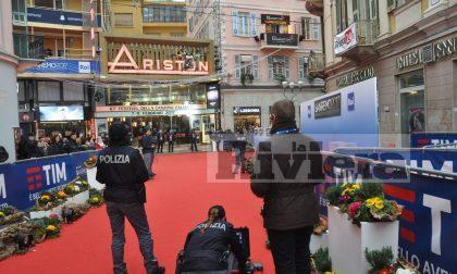 """SANREMO: IL DRONE DELLA POLIZIA DI STATO INCANTA IL """"RED CARPET"""" DAVANTI AL TEATRO ARISTON/ FOTO E VIDEOSERVIZIO"""