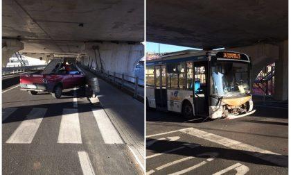 Scontro tra bus e auto sul nuovo pontino sotto il tracciato ferroviario a Imperia