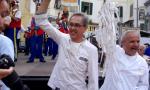 Record infranto: 39,30 metri di sardenaira per i buongustai di Sanremo / foto e video