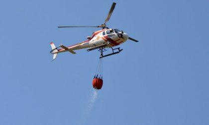 Incendio boschivo a Pietrabruna, sul posto anche l'elicottero
