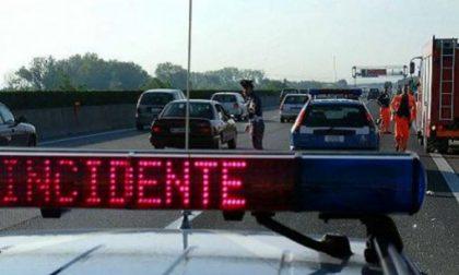 Traffico autostradale bloccato e 4 km di coda per incidente