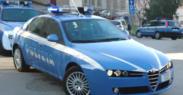 Poliziotto-eroe fuori servizio sventa furto e viene aggredito: 1 arresto