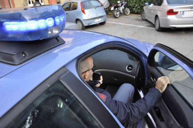 Fermo, blitz antidroga della polizia il padre arrestato, il figlio denunciato