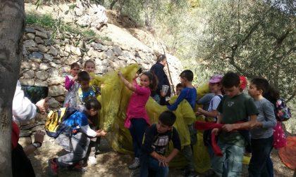 Anche i bambini della scuola di San Pietro hanno partecipato alla Passeggiata tra gli Ulivi