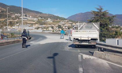 Camion perde cemento in via Padre Semeria a Sanremo