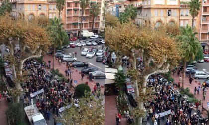 Nuova manifestazione a Ventimiglia: i cittadini chiedono aiuto al Prefetto