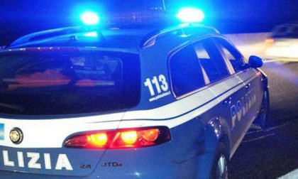Schiaffi e pugni agli agenti della volante, arrestato