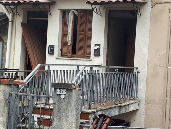 Salvo il 75enne residente nella palazzina esplosa questa mattina