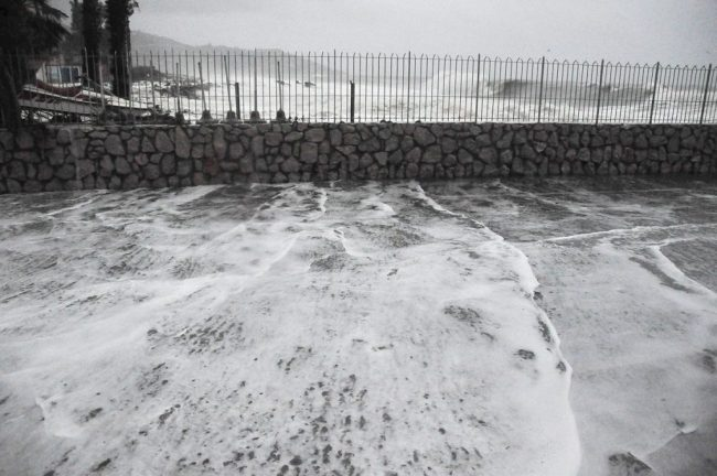 Chiuso molo di ponente a Porto Vecchio per rischio mareggiate