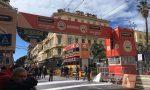 Tutto pronto per l'arrivo della Milano Sanremo su via Roma fa capolino anche il sole