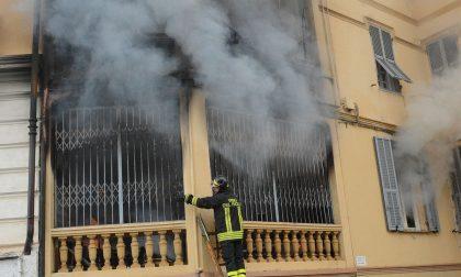 Tre intossicati, di cui uno grave nell'incendio di una palazzina a Sanremo