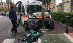 Ambulanza si schianta contro semaforo, l'auto contro una siepe. Particolari