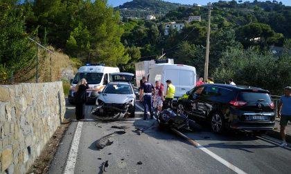 Drammatico frontale sull'Aurelia a Ventimiglia tra auto e moto