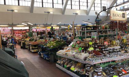 Mercato annonario aperto regolarmente il sabato di Pasqua