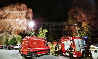 Migrante respinto dai francesi minaccia di lanciarsi nel vuoto