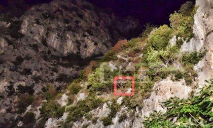 Migranti intrappolati su strapiombo di 100 metri: li salverà l'elicottero