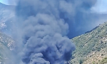 Vigile del fuoco intossicato nel rogo dell'autodemolitore