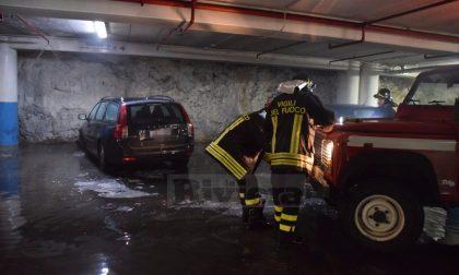 Brucia un'auto monegasca nel parking del Conad di Latte a Ventimiglia