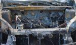 Auto in fiamme a Riva Ligure, conducente fa in tempo a parcheggiare