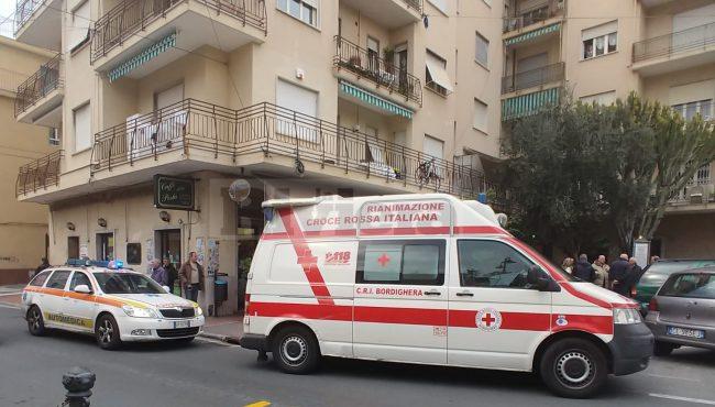 Medico ordina l&#8217&#x3B;aperitivo e muore di infarto al bar