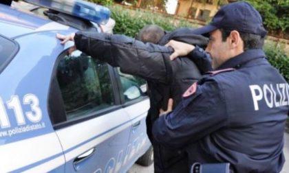 Imperia: Polizia denuncia 31enne in possesso di machete, pugnali e droga