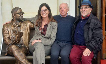 Sanremo: inaugurata la panchina di Lucio Dalla, una statua da oltre 3 milioni di selfie
