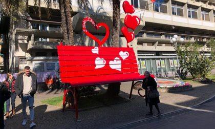 San Valentino, una panchina gigante dell'amore a Diano Marina