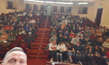 Oltre 180 studenti del Liceo Cassini a teatro con Federico Benna