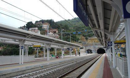 Macchinista scorda di fermare il treno in stazione a Imperia