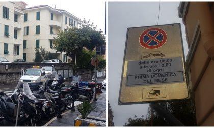 Divieto per lavaggio strade ma in pochi leggono il cartello. Boom di rimozioni