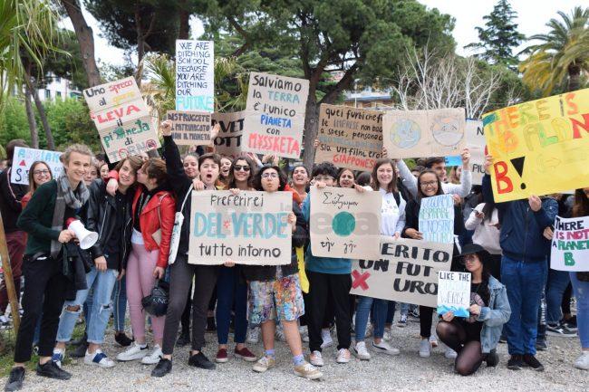 Ventimiglia: studenti in piazza per la salvaguardia del clima