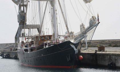La Nave Italia attraccata al porto di Oneglia