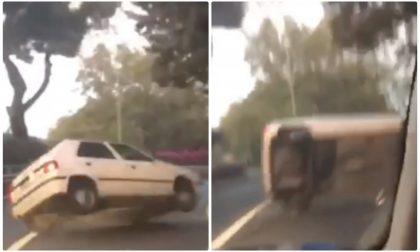 Il video in diretta dell'auto che si cappotta sul Capo Berta