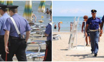 Bagnino rincorre e fa arrestare due topi da spiaggia