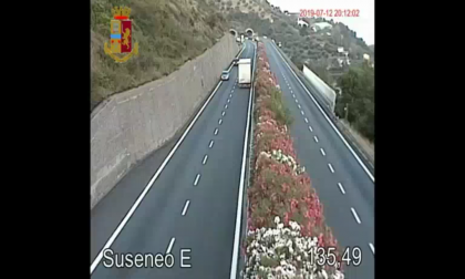 Lo sconcertante video del tir contromano sull'Autostrada