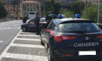 Scoperto dai carabinieri pusher ingerisce un ovulo di cocaina e li aggredisce. Arrestato