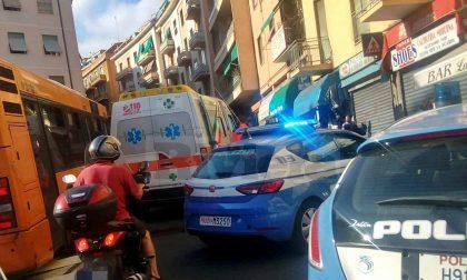 Dà di matto nel bar a Sanremo: ferita una persona, intervengono 3 pattuglie