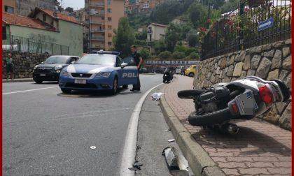 Si schianta con lo scooter contro il camion del rifiuti. 34enne grave a Sanremo