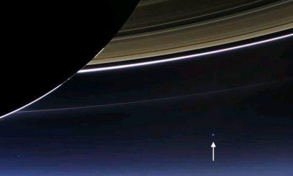 La foto da Saturno diventa virale (la stellina che vedete è la Terra)
