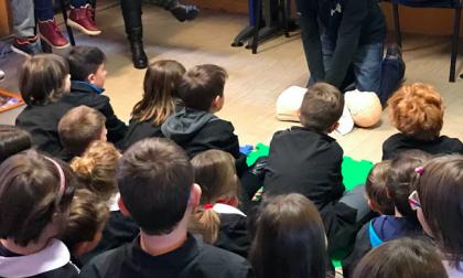 Sanità tra i banchi di scuola con lezioni di primo soccorso per gli alunni