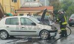 Brucia il vano motore di una Renault Clio a Bordighera, salvo il conducente
