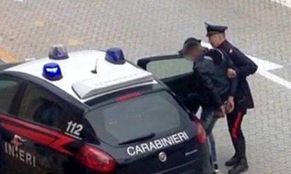 Accoltella ex poliziotto davanti a casa arrestato per tentato omicidio