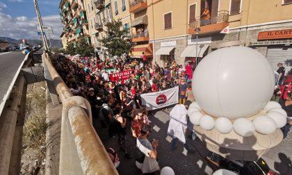 No border : 250 in corteo verso via Vittorio Veneto