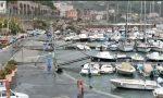 Mareggiata a Bordighera, l'acqua esce dal bacino a rischio le barche. Foto e Video