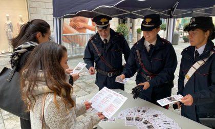 Carabinieri in piazza contro la violenza sulle donne. Stand in tutta la provincia