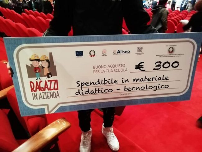 Premio di 300 euro agli studenti di terza media dell'istituto comprensivo di Diano Marina al Salone Orientamenti di Genova
